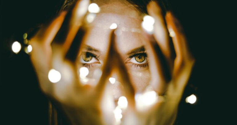 AdobeStock 180659180 2 Espejo luz LED